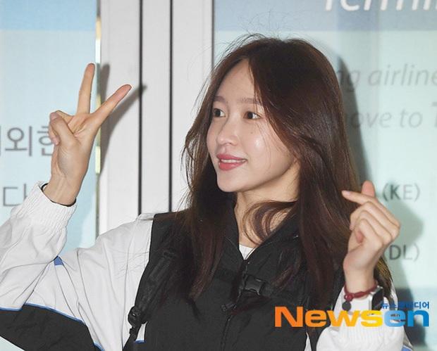 Dàn mỹ nhân Hàn đại chiến visual ở sân bay: Lisa - Rosé (BLACKPINK) xinh muốn ngất, Hani lép vế trước Hyuna và Hyomin - Ảnh 19.