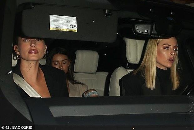 Tranh cãi nảy lửa: Bạn thân bị nghi kết hợp với vợ Justin chơi xấu Selena Gomez trong ngày vui, người trong cuộc nói gì? - Ảnh 3.