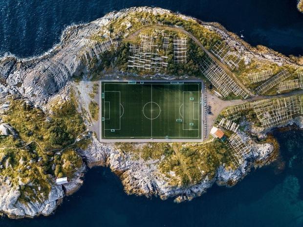Đến Venice của phương Bắc đừng quên check in tại sân bóng độc đáo nhất châu Âu khiến cả tín đồ du lịch lẫn hội mê môn thể thao vua bấn loạn - Ảnh 7.