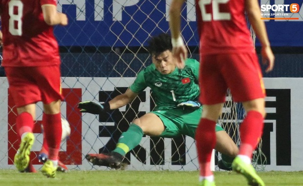 Bùi Tiến Dũng khiến các fan phát sốt với pha cản phá cực đẳng cấp, cầu thủ U23 Jordan ngẩn ngơ tiếc nuối - Ảnh 4.