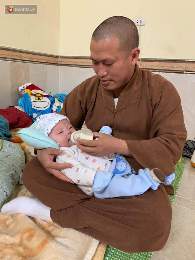 Cuộc sống của 56 đứa trẻ bị bỏ rơi, được vị trụ trì đầy tình người cứu sống và chăm sóc trong ngôi chùa nhỏ ở Hưng Yên - Ảnh 2.