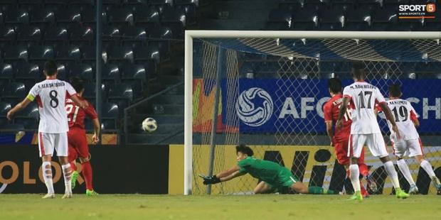 Dù chưa thắng sau 2 lượt trận, U23 Việt Nam vẫn giữ thành tích cực tốt ở hàng thủ, khiến Nhật Bản và Hàn Quốc cũng phải chạy dài - Ảnh 1.