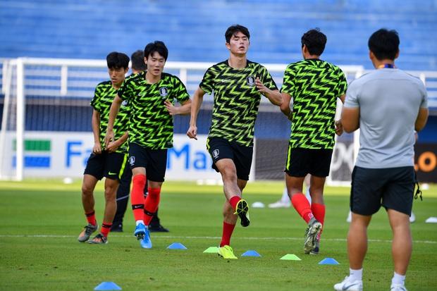 Hot như tuyển Hàn Quốc tại VCK U23 châu Á: Đội hình toàn nam thần, đi đá bóng có nhất thiết cần đẹp như thế này không! - Ảnh 2.