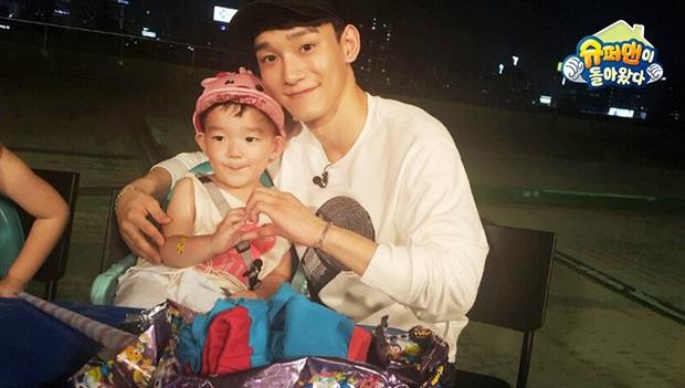 Chen (EXO) làm bảo mẫu trên show: Ông bố đẹp trai lại chăm con khéo trong tương lai đây rồi! - Ảnh 12.