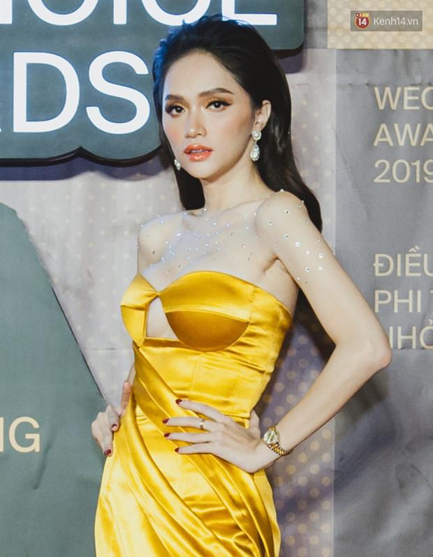 """Top kiểu tóc và makeup """"xịn"""" nhất WeChoice Awards 2019: Châu Bùi - Khánh Linh đẹp ma mị, Hương Giang tâm huyết đính đá không đụng hàng - Ảnh 3."""