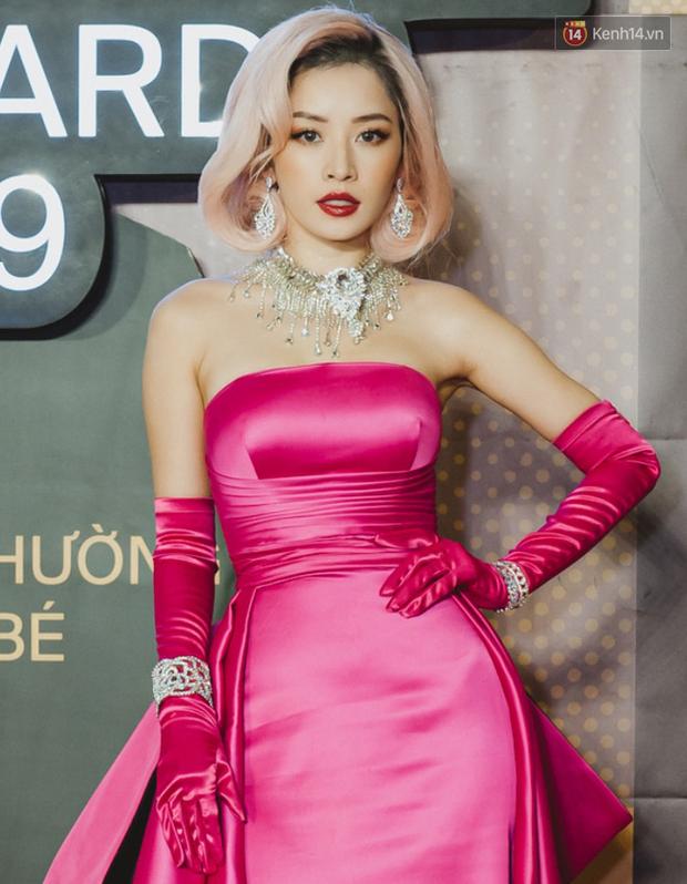 """Top kiểu tóc và makeup """"xịn"""" nhất WeChoice Awards 2019: Châu Bùi - Khánh Linh đẹp ma mị, Hương Giang tâm huyết đính đá không đụng hàng - Ảnh 5."""