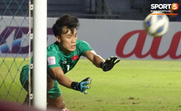 Bùi Tiến Dũng khiến các fan phát sốt với pha cản phá cực đẳng cấp, cầu thủ U23 Jordan ngẩn ngơ tiếc nuối - Ảnh 6.