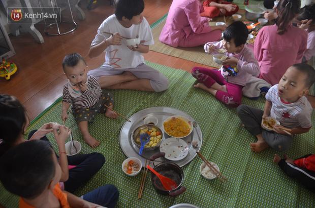 Cuộc sống của 56 đứa trẻ bị bỏ rơi, được vị trụ trì đầy tình người cứu sống và chăm sóc trong ngôi chùa nhỏ ở Hưng Yên - Ảnh 4.