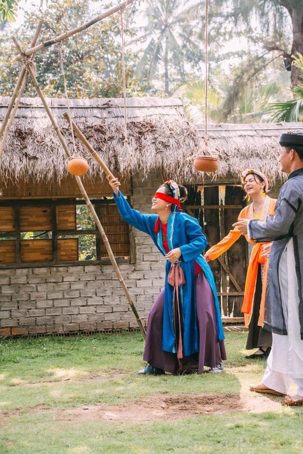 Lâm Vỹ Dạ bị bố chồng Xuân Bắc cho ăn hành trong show Tết - Ảnh 2.