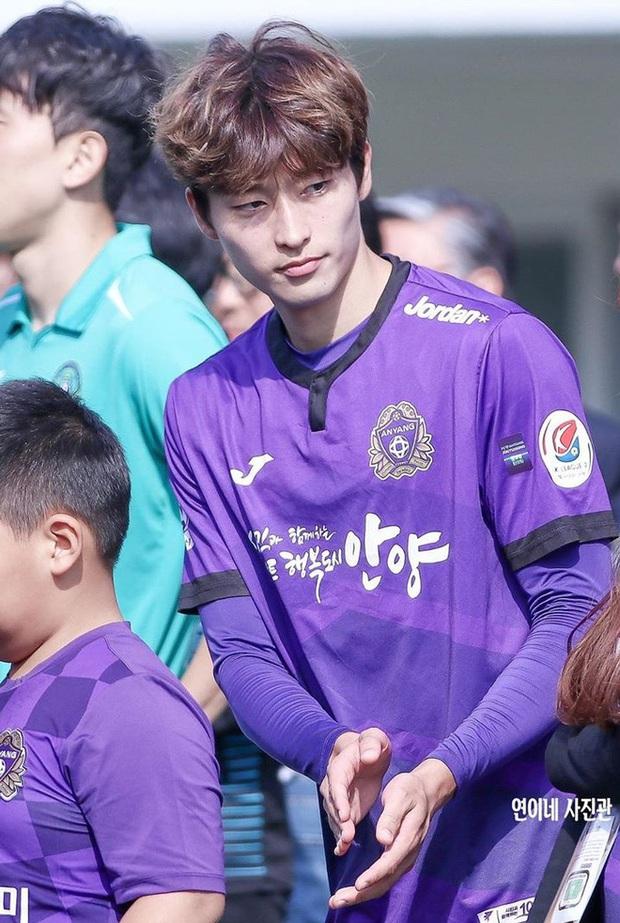Profile cực phẩm vừa ghi bàn giúp Hàn Quốc vượt qua vòng bảng U23 châu Á: Đẹp trai hết nấc, mới 22 tuổi đã cao 1m85, bụng 6 múi đều tăm tắp như bắp ngô - Ảnh 2.