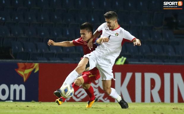 Cầu thủ U23 Jordan khiến Quang Hải phát cáu - Ảnh 3.