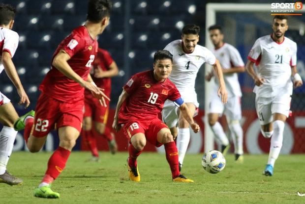Cầu thủ U23 Jordan khiến Quang Hải phát cáu - Ảnh 2.