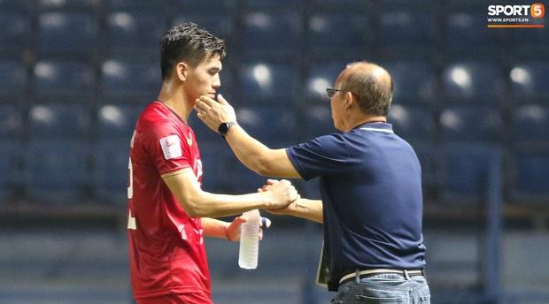 HLV Park Hang-seo chăm sóc từng học trò sau trận đấu kiệt sức với U23 Jordan - Ảnh 5.
