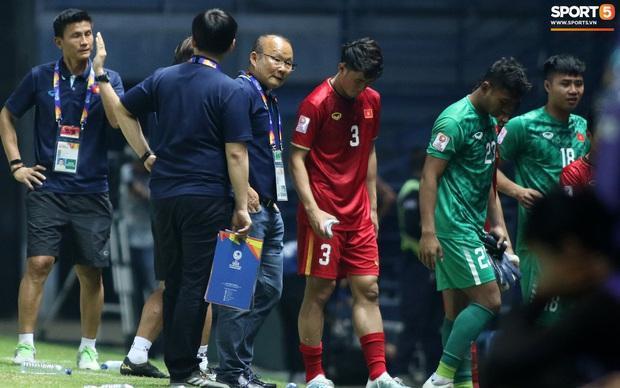 HLV Park Hang-seo chăm sóc từng học trò sau trận đấu kiệt sức với U23 Jordan - Ảnh 9.