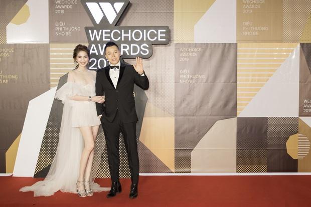Hài hước nhất thảm đỏ WeChoice Awards 2019: Ngọc Trinh quạu với Vũ Khắc Tiệp vì bị giẫm vào đuôi váy - Ảnh 4.