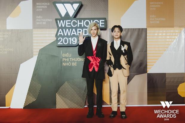 Loạt khoảnh khắc không đẹp không tính tiền của Denis Đặng tại WeChoice Awards 2019 - Ảnh 1.