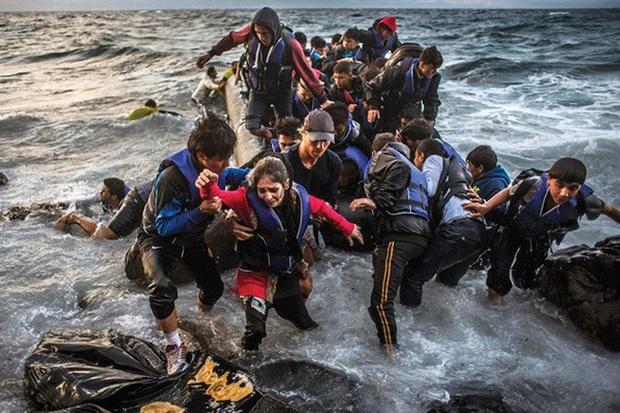 Chìm tàu chở người di cư ở Thổ Nhĩ Kỳ, ít nhất 11 thiệt mạng - Ảnh 1.