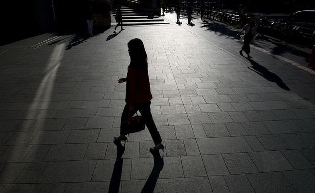 Cuộc sống 2 mặt của nhiều phụ nữ Nhật Bản: Ban ngày làm công ăn lương, tối đến trở thành gái gọi, chồng con không ai hay - Ảnh 2.