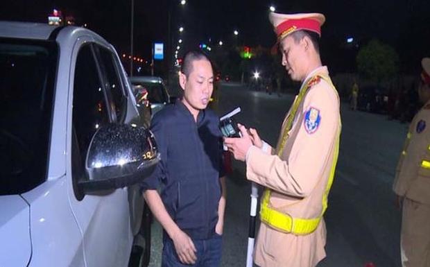 Phạt kịch khung Phó Giám đốc bệnh viện ở Thái Bình vi phạm nồng độ cồn - Ảnh 1.