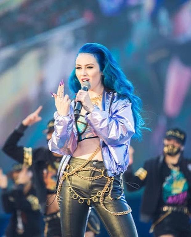 Phía sau sự thành công của MV Pop/Stars 300 triệu view là 4 mỹ nhân rạng ngời tuyệt đỉnh - Ảnh 6.