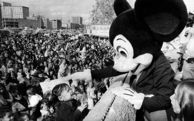 Khi Disneyland giờ chỉ dành cho người giàu: Giá vé lên tới hơn 27 triệu và bài học xương máu Để vươn đến đỉnh cao, bạn sẽ phải tàn nhẫn - Ảnh 1.