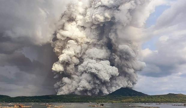 Giữa lúc 50.000 người được sơ tán vì núi lửa phun trào, nhóm nhạc nữ Kpop gây lo lắng khi bị kẹt giữa Philippines - Ảnh 3.