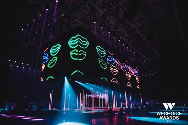 WeChoice Awards 2019: vượt quá khuôn khổ của một lễ trao giải, các tiết mục trình diễn đều là những sân khấu âm nhạc trong mơ! - Ảnh 2.