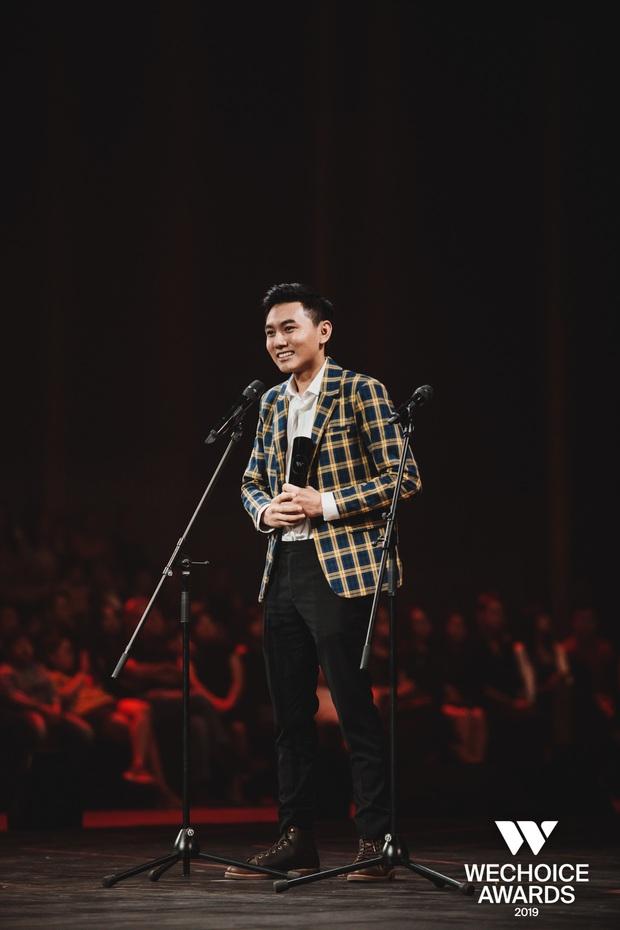 Loạt khoảnh khắc Khoai Lang Thang cực điển trai ở Gala WeChoice: Thôi anh đừng lang thang nữa, về với tim em này! - Ảnh 5.