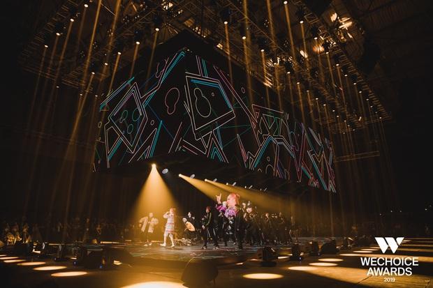 WeChoice Awards 2019: vượt quá khuôn khổ của một lễ trao giải, các tiết mục trình diễn đều là những sân khấu âm nhạc trong mơ! - Ảnh 4.