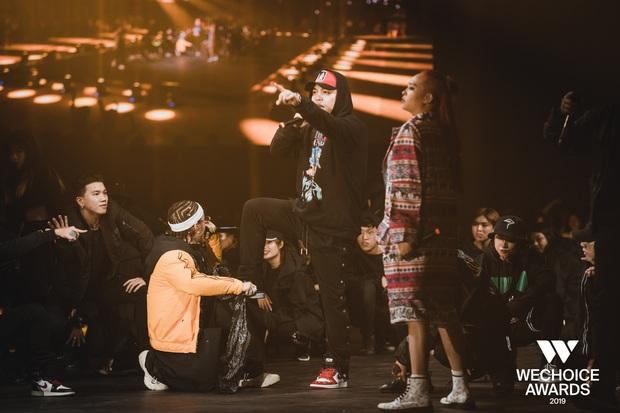 WeChoice Awards 2019: vượt quá khuôn khổ của một lễ trao giải, các tiết mục trình diễn đều là những sân khấu âm nhạc trong mơ! - Ảnh 16.