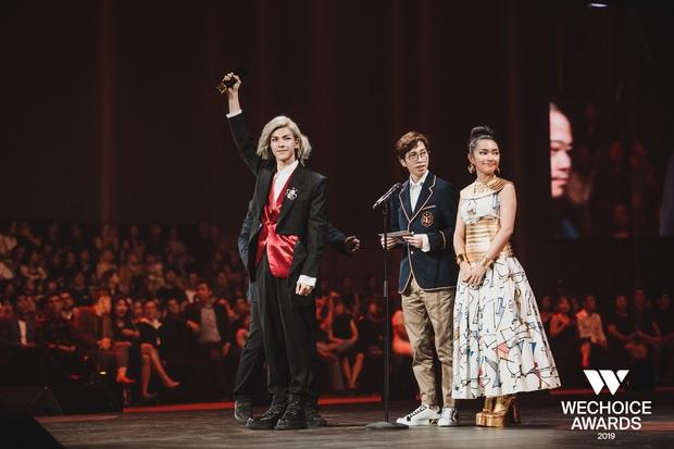 Loạt khoảnh khắc không đẹp không tính tiền của Denis Đặng tại WeChoice Awards 2019 - Ảnh 4.