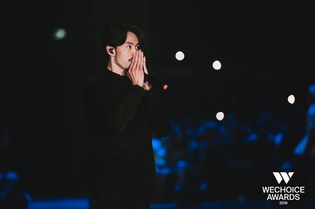 HH HHen Niê ngẫu hứng góp giọng cùng Đen Vâu trong hit Cảm ơn, khép lại đêm Gala WeChoice tôn vinh và trao giải tràn đầy cảm hứng! - Ảnh 2.