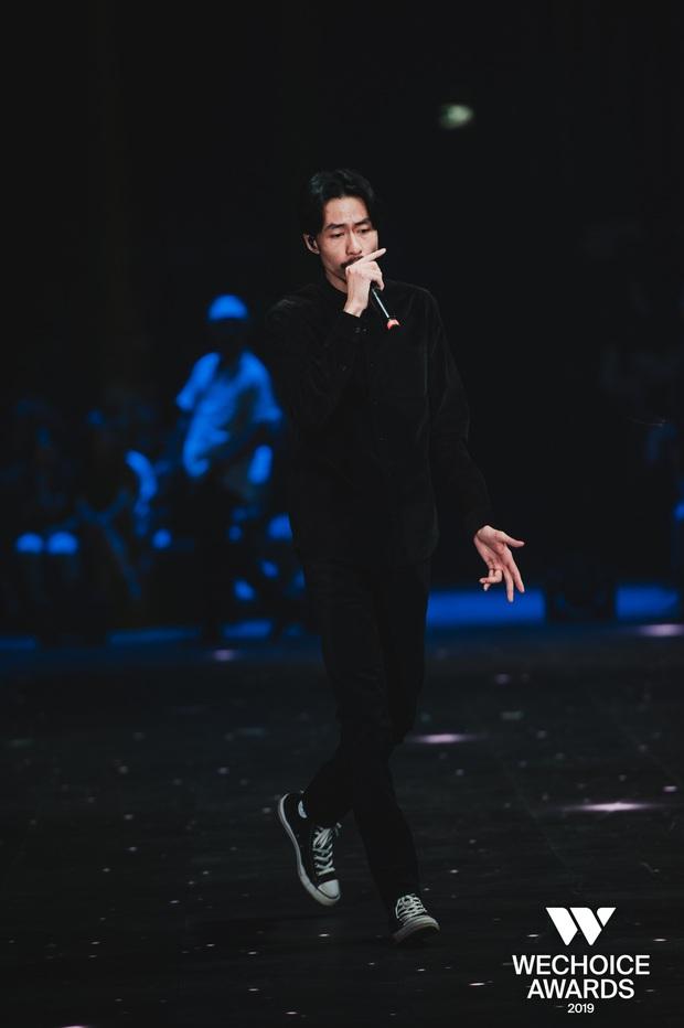 HH HHen Niê ngẫu hứng góp giọng cùng Đen Vâu trong hit Cảm ơn, khép lại đêm Gala WeChoice tôn vinh và trao giải tràn đầy cảm hứng! - Ảnh 1.