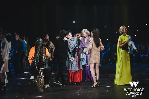 HH HHen Niê ngẫu hứng góp giọng cùng Đen Vâu trong hit Cảm ơn, khép lại đêm Gala WeChoice tôn vinh và trao giải tràn đầy cảm hứng! - Ảnh 8.