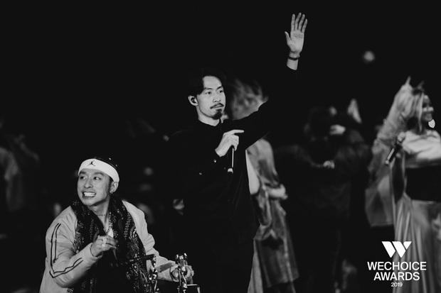 HH HHen Niê ngẫu hứng góp giọng cùng Đen Vâu trong hit Cảm ơn, khép lại đêm Gala WeChoice tôn vinh và trao giải tràn đầy cảm hứng! - Ảnh 7.