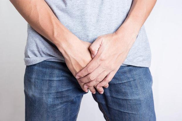 Lần đầu tiên bạn đi tiểu vào buổi sáng nếu có 1 trong 3 triệu chứng sau thì hãy đi khám thận ngay - Ảnh 2.