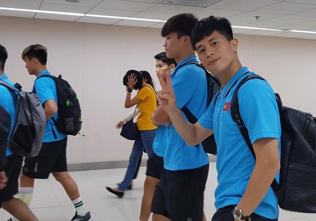 ĐT U23 Việt Nam đã đặt chân tới Bangkok, dồn sức cho trận đấu cuối vòng bảng - Ảnh 3.