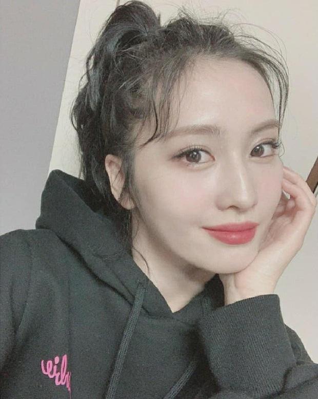 Momo (TWICE) lần đầu chào fan trên MXH sau khi hẹn hò Heechul hơn 13 tuổi, có gì mà gây xôn xao? - Ảnh 2.