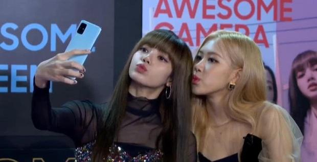 ĐỘC QUYỀN: Lisa ôm đầu sốc khi xem fan nhảy cover quá chất tại fanmeeting đầu tiên của BLACKPINK trong năm 2020 - Ảnh 12.