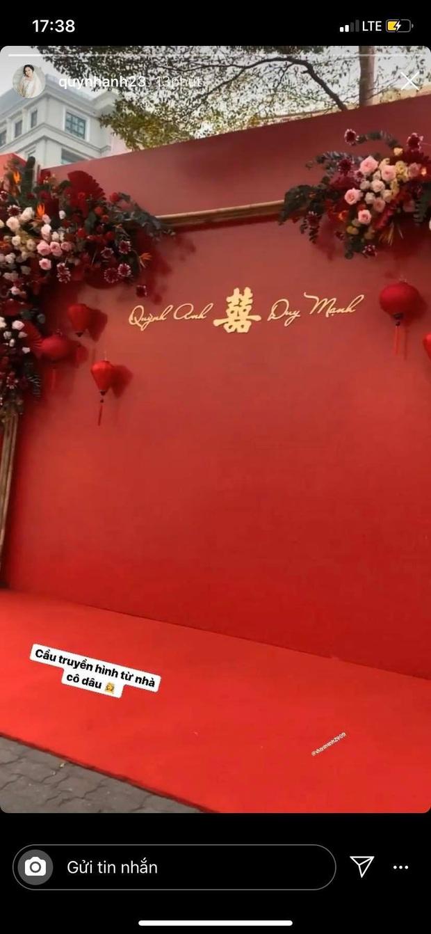 Cận cảnh biệt thự nhà Quỳnh Anh trước ngày đám hỏi với Duy Mạnh: Phủ hết màu đỏ, lộng lẫy và hoàng tráng - Ảnh 2.