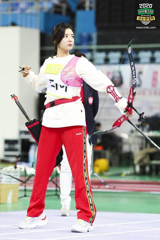 Vắng Tzuyu (TWICE), mỹ nam SF9 khiến fan điên đảo khi kế thừa ngôi Vị thần bắn cung tại đại hội thể thao Idol - Ảnh 16.