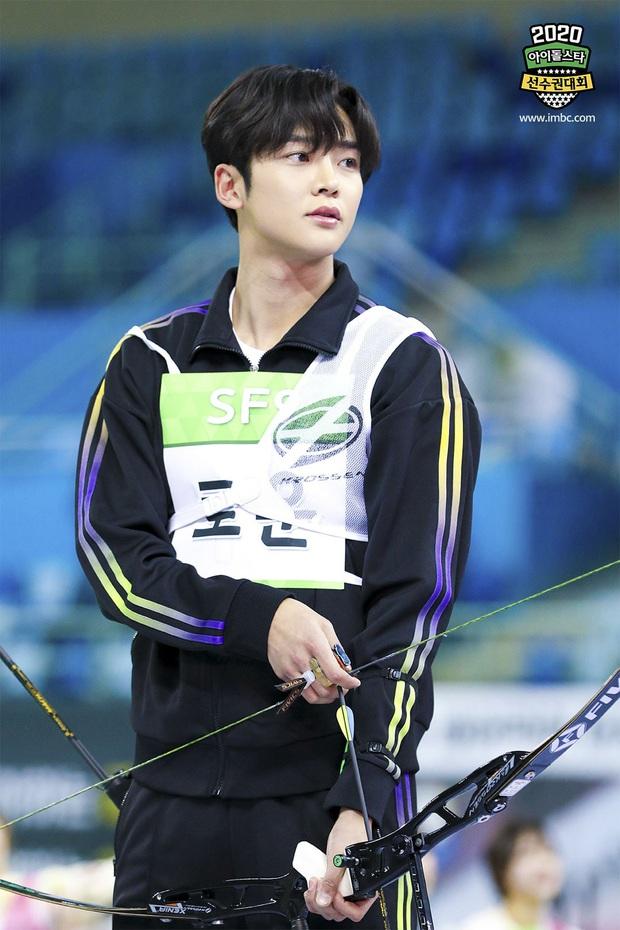 Vắng Tzuyu (TWICE), mỹ nam SF9 khiến fan điên đảo khi kế thừa ngôi Vị thần bắn cung tại đại hội thể thao Idol - Ảnh 2.