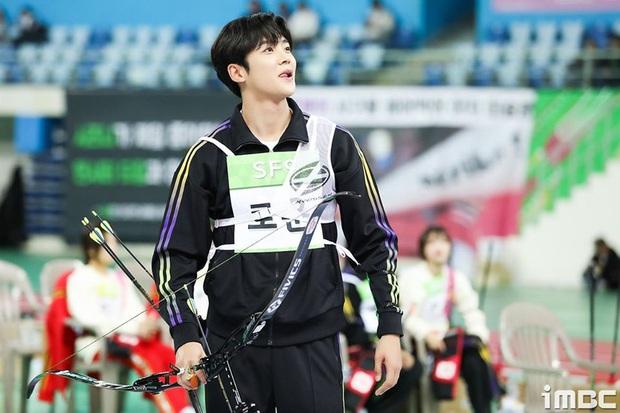 Vắng Tzuyu (TWICE), mỹ nam SF9 khiến fan điên đảo khi kế thừa ngôi Vị thần bắn cung tại đại hội thể thao Idol - Ảnh 4.