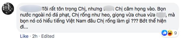 Nhiều người tràn vào Facebook cá nhân để sỉ nhục nữ CĐV cầm loa hát Bay lên trời là em bay ra ngoài: Fan bóng đá có văn hóa thì không làm thế - Ảnh 3.