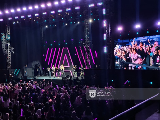 ĐỘC QUYỀN: Lisa ôm đầu sốc khi xem fan nhảy cover quá chất tại fanmeeting đầu tiên của BLACKPINK trong năm 2020 - Ảnh 29.