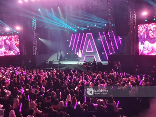 ĐỘC QUYỀN: Lisa ôm đầu sốc khi xem fan nhảy cover quá chất tại fanmeeting đầu tiên của BLACKPINK trong năm 2020 - Ảnh 14.