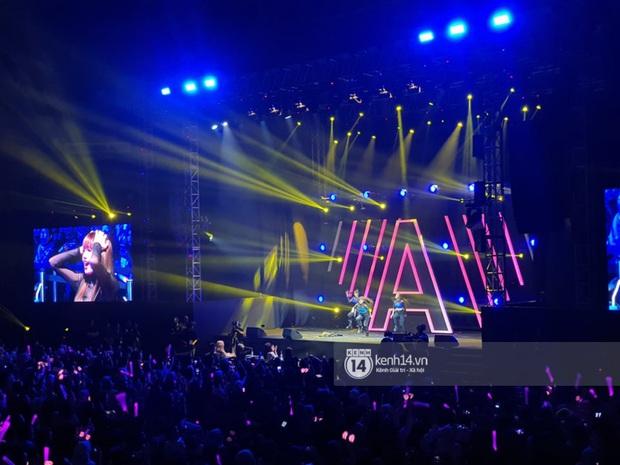 ĐỘC QUYỀN: Lisa ôm đầu sốc khi xem fan nhảy cover quá chất tại fanmeeting đầu tiên của BLACKPINK trong năm 2020 - Ảnh 20.