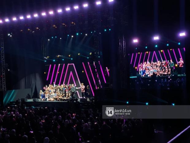 ĐỘC QUYỀN: Lisa ôm đầu sốc khi xem fan nhảy cover quá chất tại fanmeeting đầu tiên của BLACKPINK trong năm 2020 - Ảnh 24.