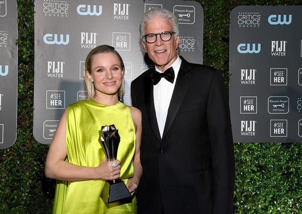 Ngôi sao Hollywood chọn đầm Công Trí đụng với Lan Ngọc, đoạt luôn giải thưởng điện ảnh danh giá - Ảnh 4.