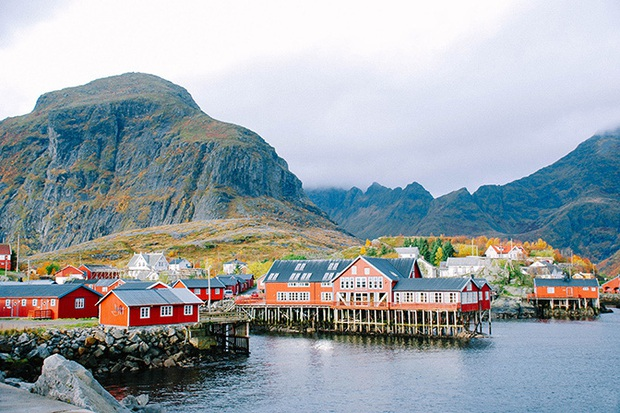 Tưởng đùa nhưng thực sự có ngôi làng trên thế giới có tên gọi chỉ là một ký tự, còn trở thành địa điểm du lịch hút khách hiếu kỳ - Ảnh 4.
